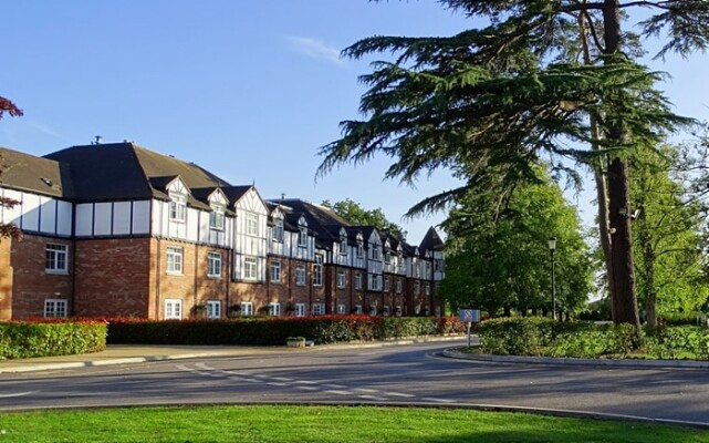 Alvaston Hall Hotel in Nantwich - pic by Brian Robert Marshall creative commons