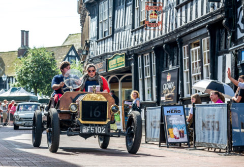 Hundreds line streets for Nantwich 'Weaver Wander' classic car parade
