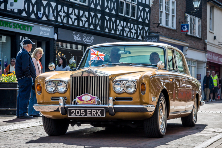 The Weaver Wander: Hundreds Line Streets For Nantwich 'Weaver Wander' Classic