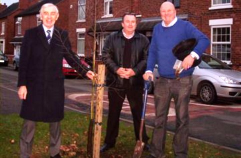 Housing developers help replace trees in Willaston