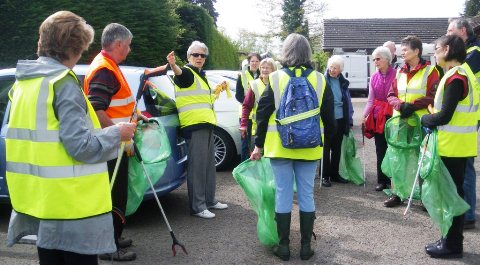 Nantwich Litter Group cleans up town park and streets