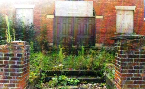 Eyesore: Derelict Chapel Hall on Welsh Row