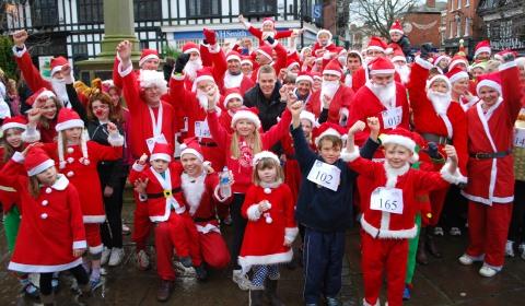 Hundreds of Santas take part in Nantwich Festive Fun Run