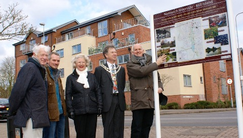 Last Riverside signpost unveiled by Mill Island in Nantwich