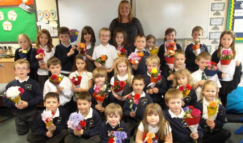 Wistaston pupils design and make flower posies for Mother's Day