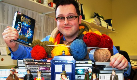 "Nantwich ""Dr Who"" fan knits scarves for Douglas Macmillan Hospice"