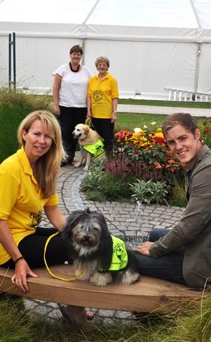 Designer Rick Tomlinson, volunteers Allison Coles and Margaret Plenderleath with PAT dogs Hattie and Kym, Sara Evans