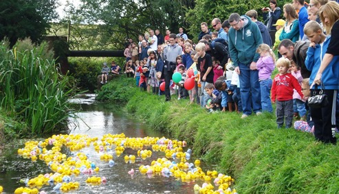 Hundreds enjoy model boat and duck races in Wistaston