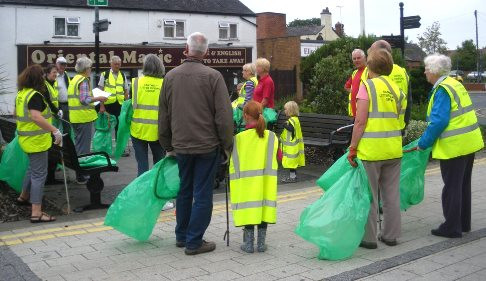 Nantwich Litter Group volunteers target rubbish in Beam Street