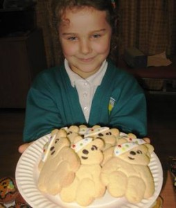 Wyche pupil with Children in Need gingerbread