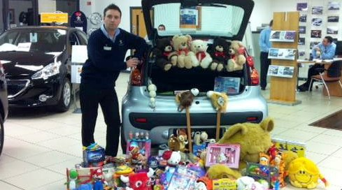 Gateway Peugeot collect Nantwich toys in aid of NSPCC