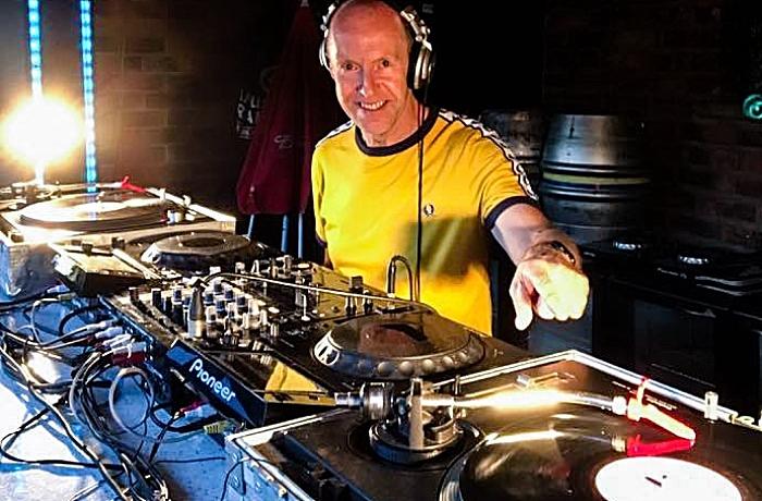 Alan Woodhouse during a live DJ set (1)