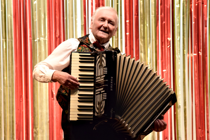 Arthur Newton on accordion (1)
