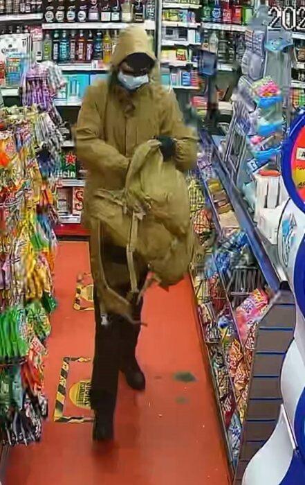 Bargain Booze - CCTV of armed robber