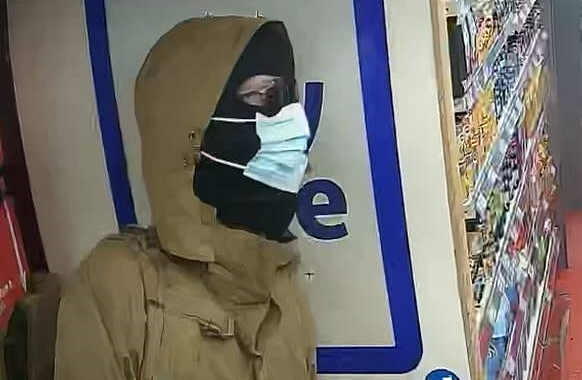 Bargain Booze Crewe - CCTV armed robber