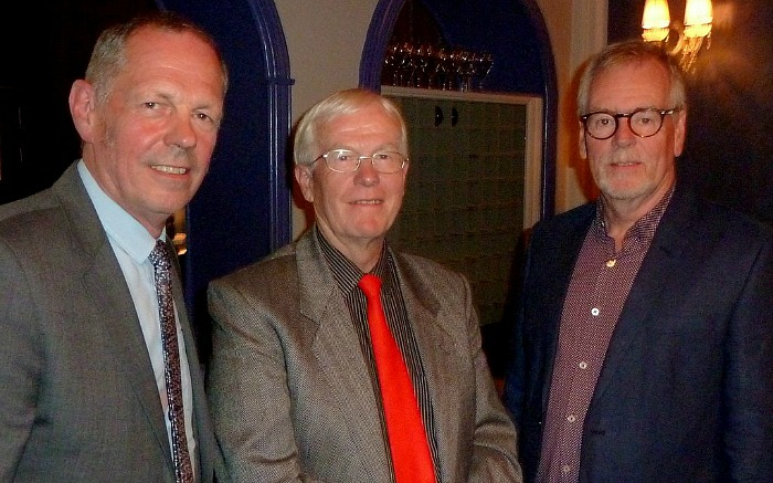 barrie-astbury-centre-with-robert-stones-president-left-and-nick-dyer-chair-right-17-oct-2016