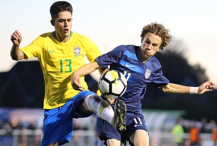 Brazil player Yan Bueno Couto and US player Griffin Yow fight for the ball (1)
