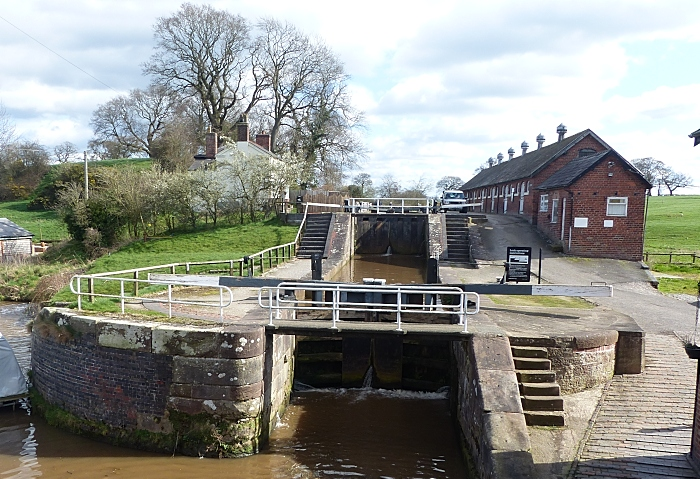 Bunbury Locks, credit David Dunford walksfromthedoor (1)