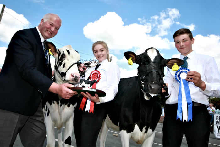 Calf show champions Molly Johnson and Marcus Callwood, judge Ray Brown (1)
