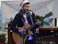 Four talented artists entertain Christmas shoppers in Nantwich