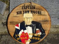 Nantwich artist gifts town plaque of Sir Tom Moore