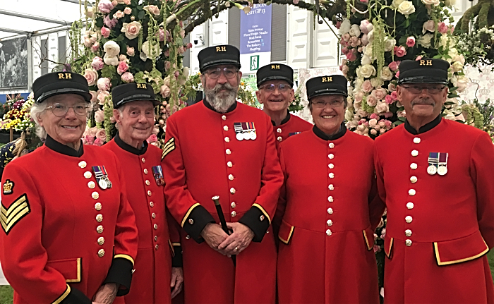 Chelsea Pensioners with Reaseheath exhibit (1)