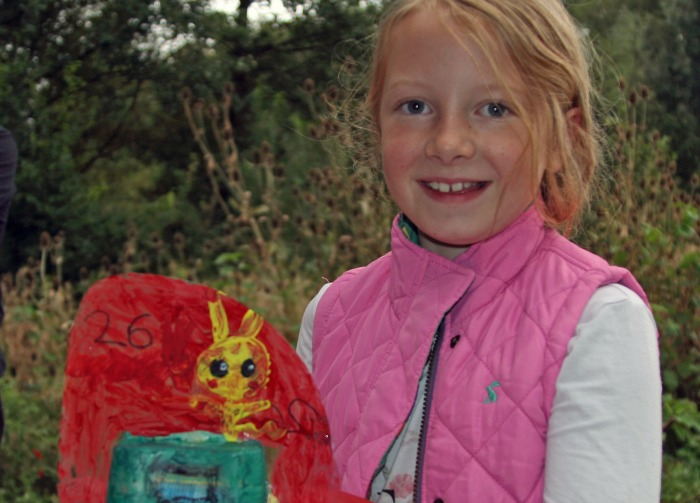childrens-model-boat-race-winner-jess-chesters-with-her-boat