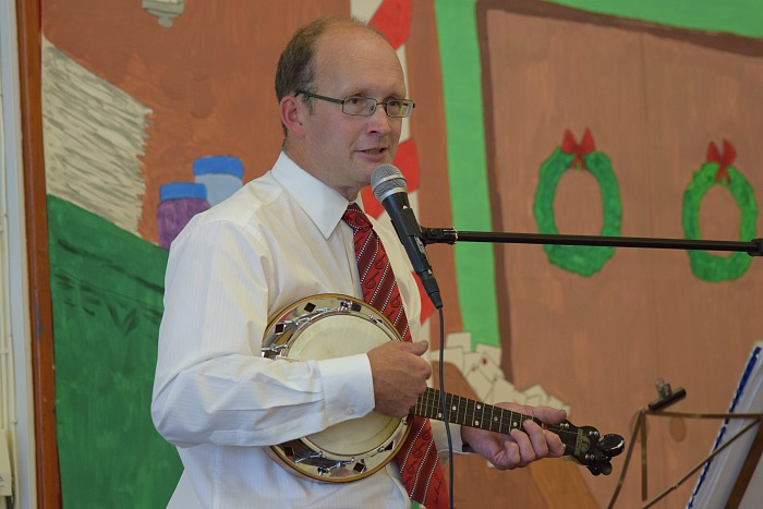 Fete - Chris White sings and plays the banjo uke in the school hall