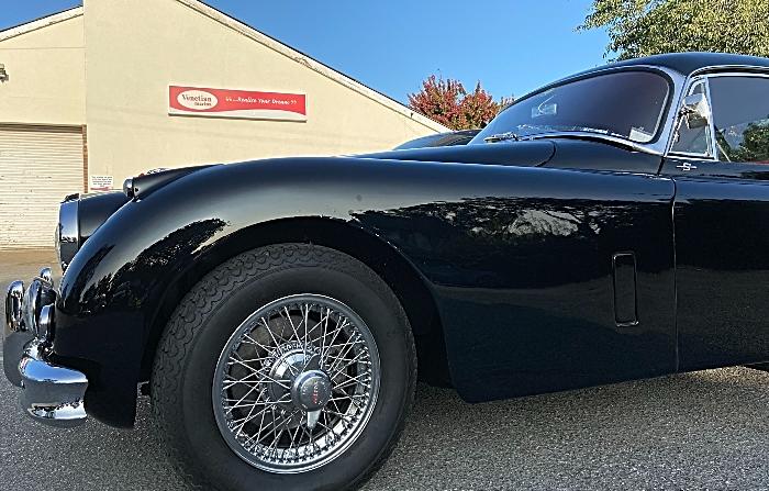 Classic Jaguar car on display at Venetian Marina Tearoom (1) (1)