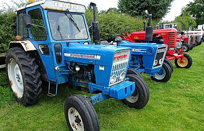 Classic and vintage tractors (1)