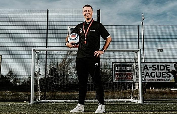 Clattenburg backs Leisure Leagues in Crewe