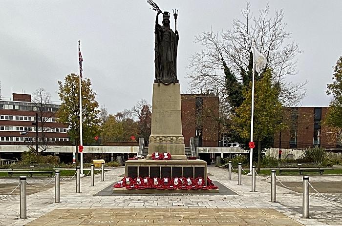 Crewe - war memorial on Memorial Square (1)