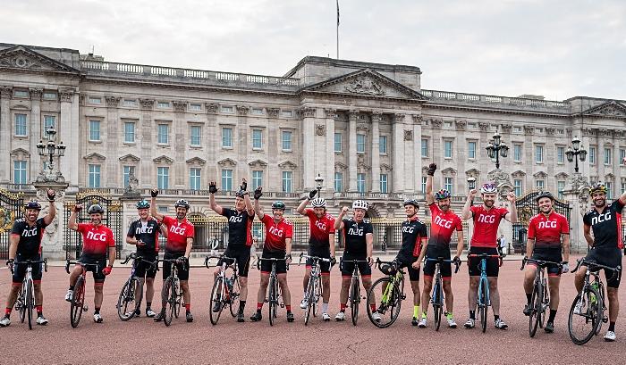Cycling group outside Buckingham Palace (1)