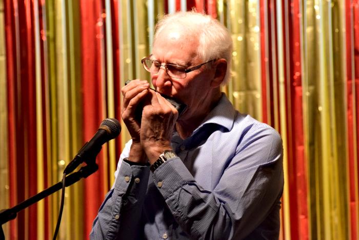 David Clewes on harmonica (1)