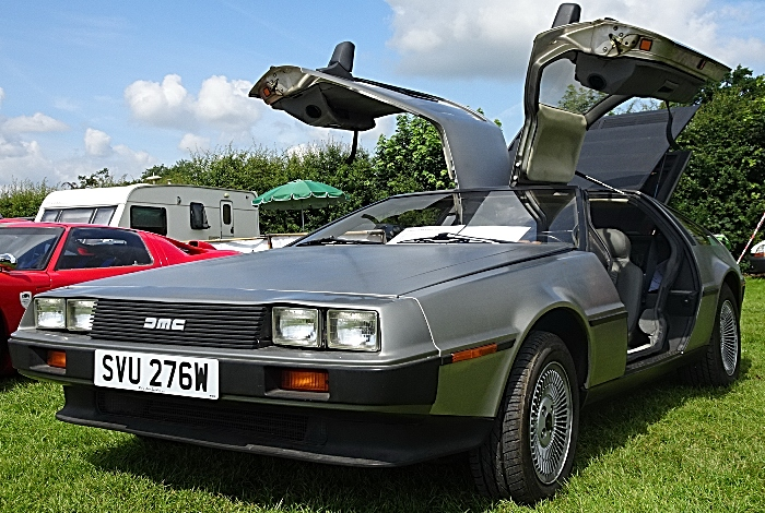 DeLorean DMC 12 sports car (1)