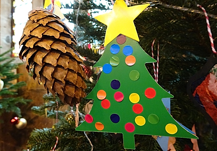 Decorations on a Christmas tree (1)