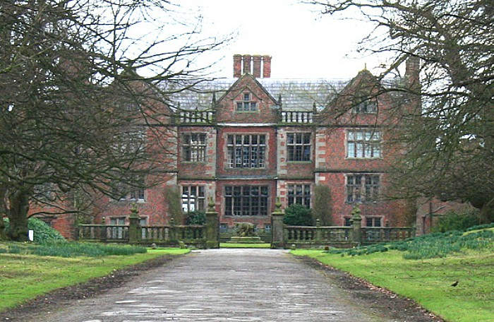 Dorfold Hall in Acton, pic by Espresso Addict, creative commons licence