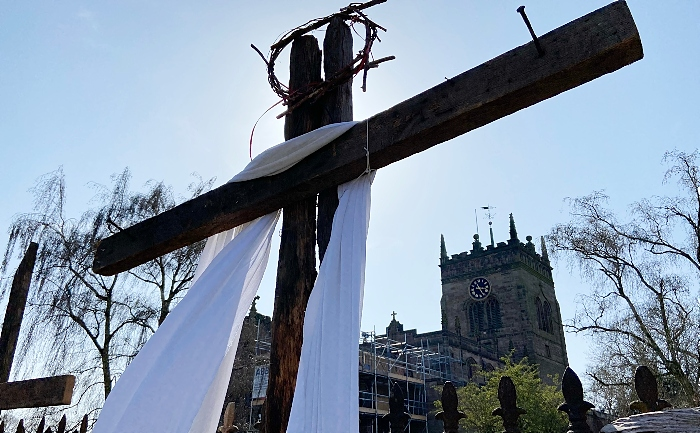 Easter Sunday - cross in Churchyard (1)