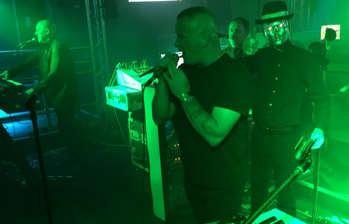 electro-80s-perform-at-the-concert-2