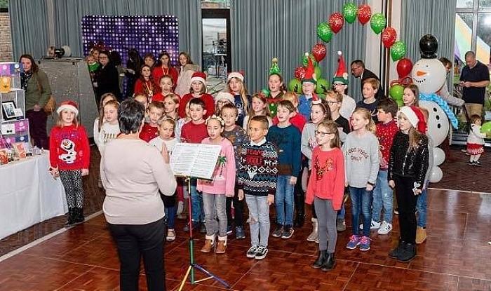 Elle's Christmas party - Stapeley Broad lane choir
