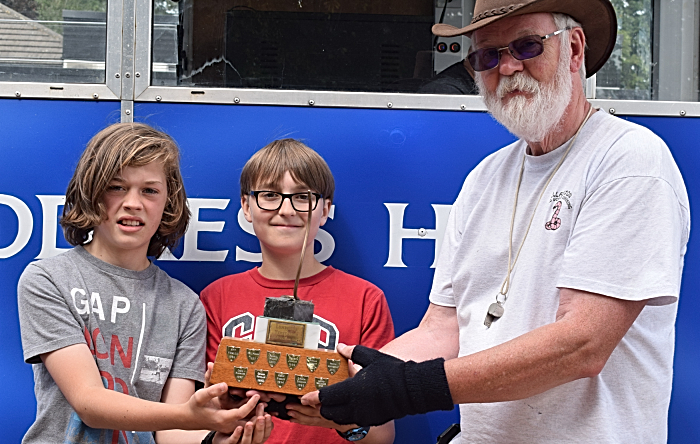 Event organiser Mike Forster presents Championship trophy for Most Worms to James Martin and Sam Bromley (1)