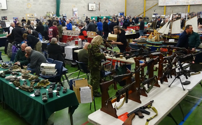Exhibitors in Hall - militaire