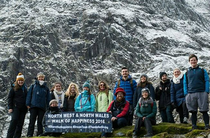 fat-face-teams-walk-of-happiness-fundraising-at-snowdon