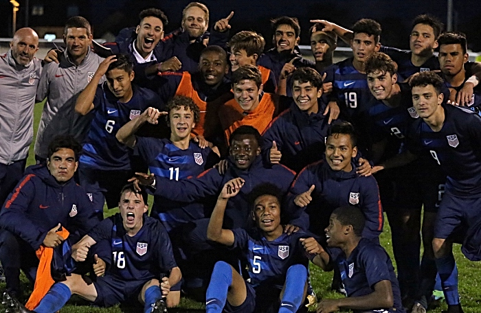 Full-time - USA players celebrate (1)