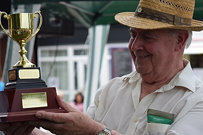 Gordon Farr with his Chief Wormer's trophy (1)