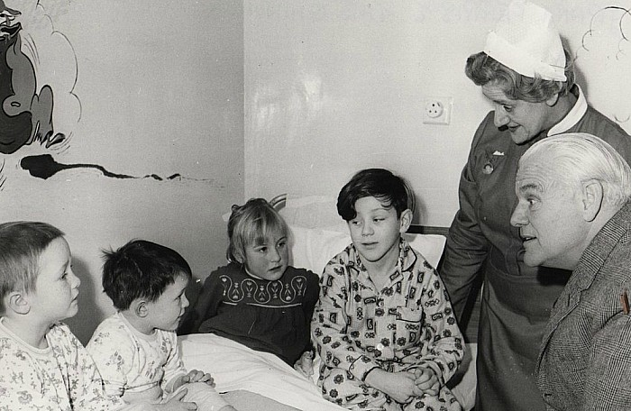 Grant Ferris MP visiting Childrens Ward ca1960
