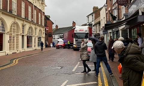 HGV jammed in Nantwich town centre 2