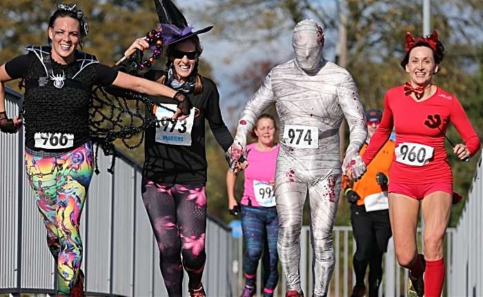 Halloween Hellraiser 2018 - runners in costume (1)