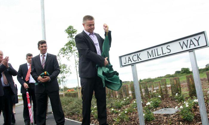 Ian Mills unveils Jack Mills Way in Shavington