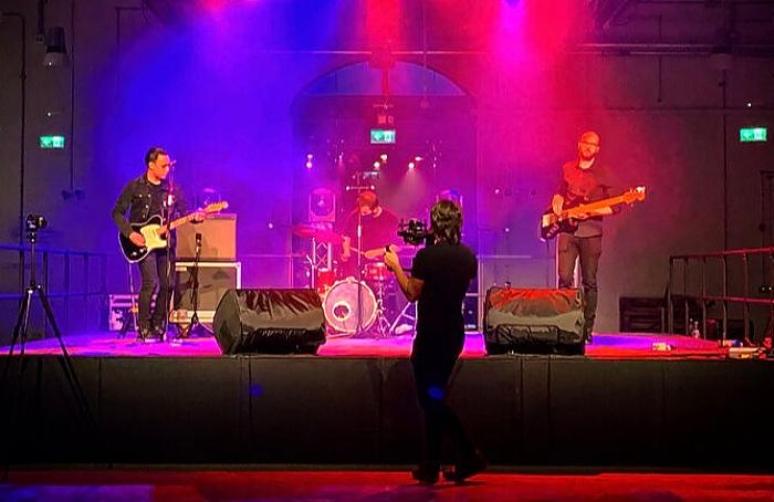 Image 2 - Oli Ng - Crewe Live